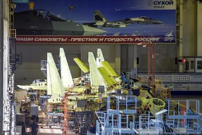 Jet Tempur Sukhoi Su 35