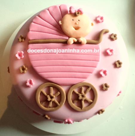 bolo decorado para chá de bebê rosa e marrom com carrinho de bebê