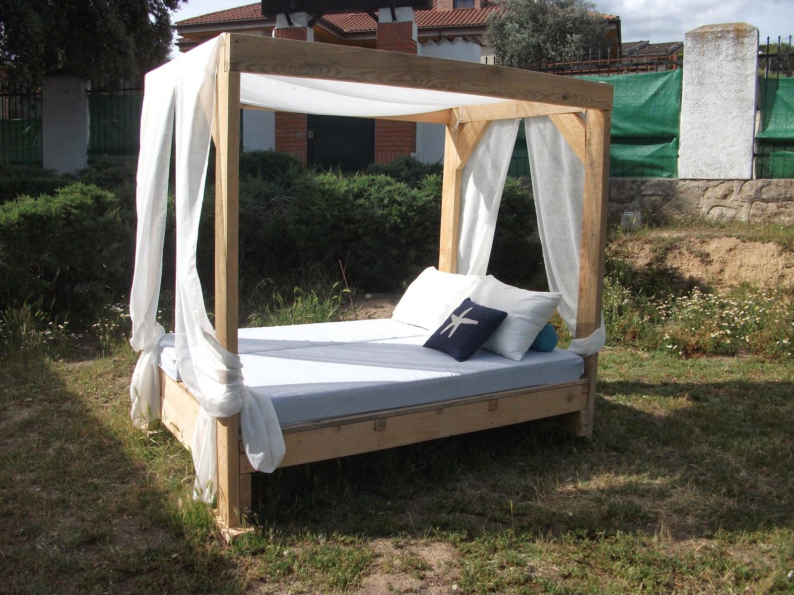 Renovarte con palets cama balinesa tatami banco balines - Hacer cama con palets ...