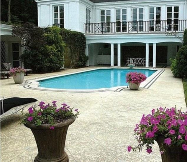 taylor swift house in nashville famous real estate. Black Bedroom Furniture Sets. Home Design Ideas