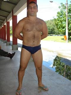 Homem usando Havaianas Tradicionais