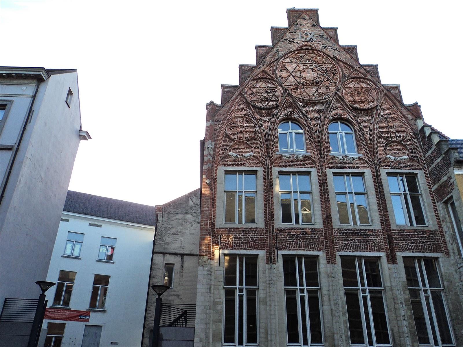 http://3.bp.blogspot.com/-6qcho5kDW3k/ToMsWHQRA_I/AAAAAAAAAMk/LsjlIcKgXI8/s1600/College_van_de_Hoge_Heuvel_Leuven.jpg