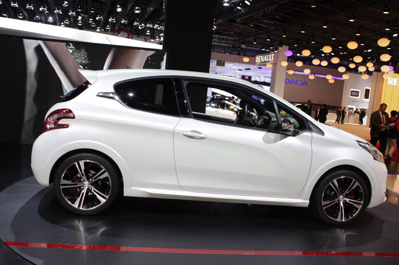 http://3.bp.blogspot.com/-6qss4yx28QA/UGht3zLIOoI/AAAAAAAAmpw/db01gs-L7aU/s1600/2013-Peugeot-208-GTi-8.jpg
