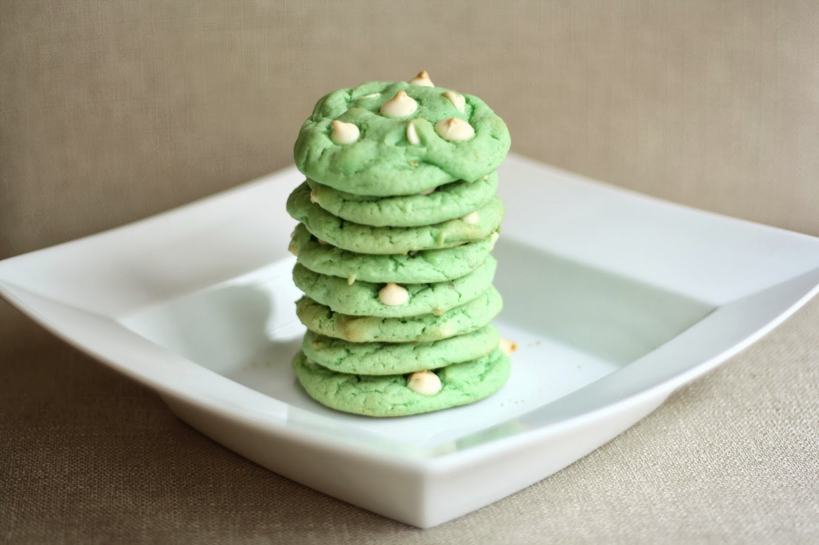 sunday sweets: white chocolate chip pistachio cookies