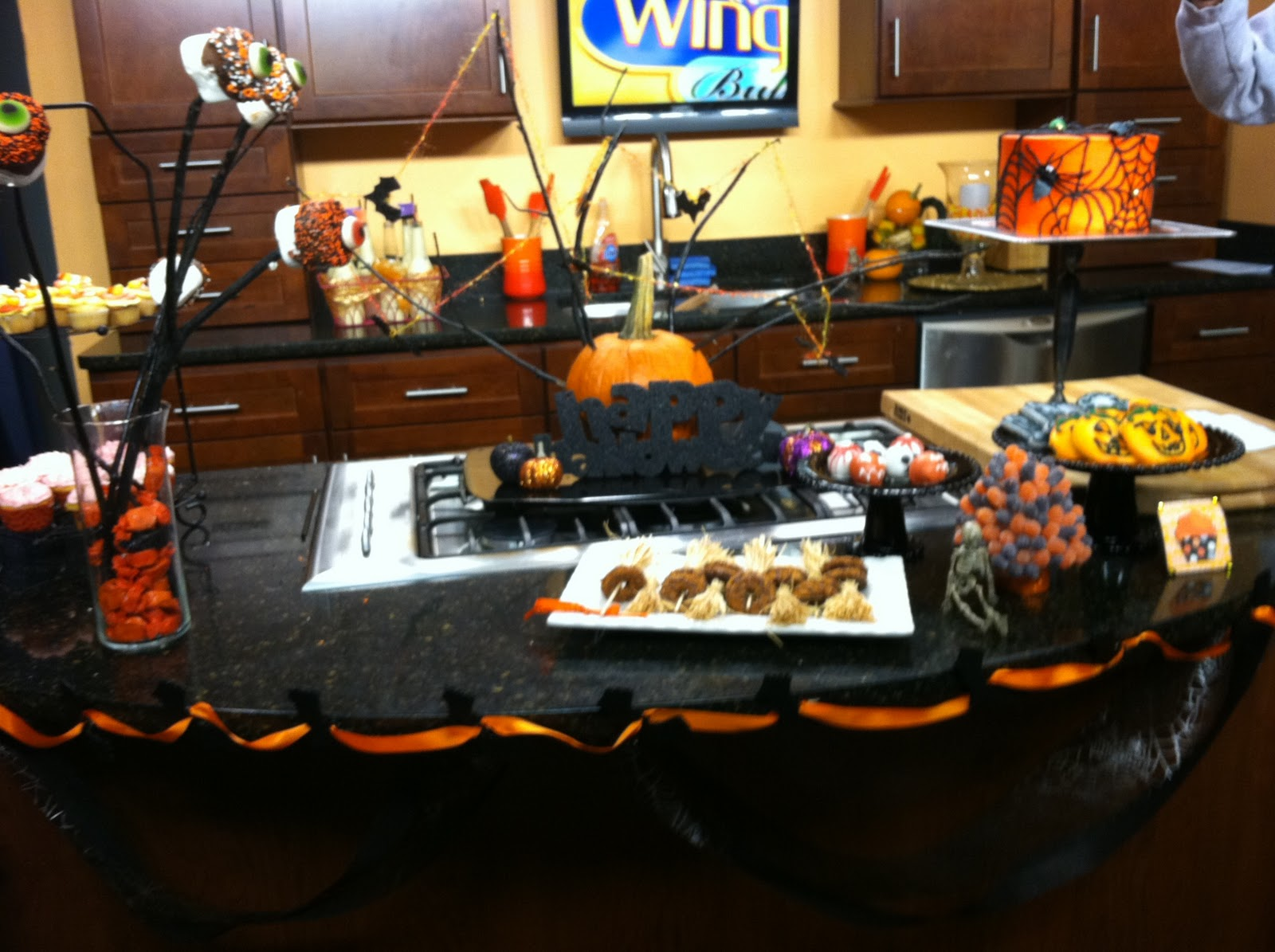 Halloween food table decorations - Halloween Dessert Tables Are The Best Of Both Worlds Today We Made Trick Or Treat Cupcakes On Cw23 S Wingin It Buffalo Style