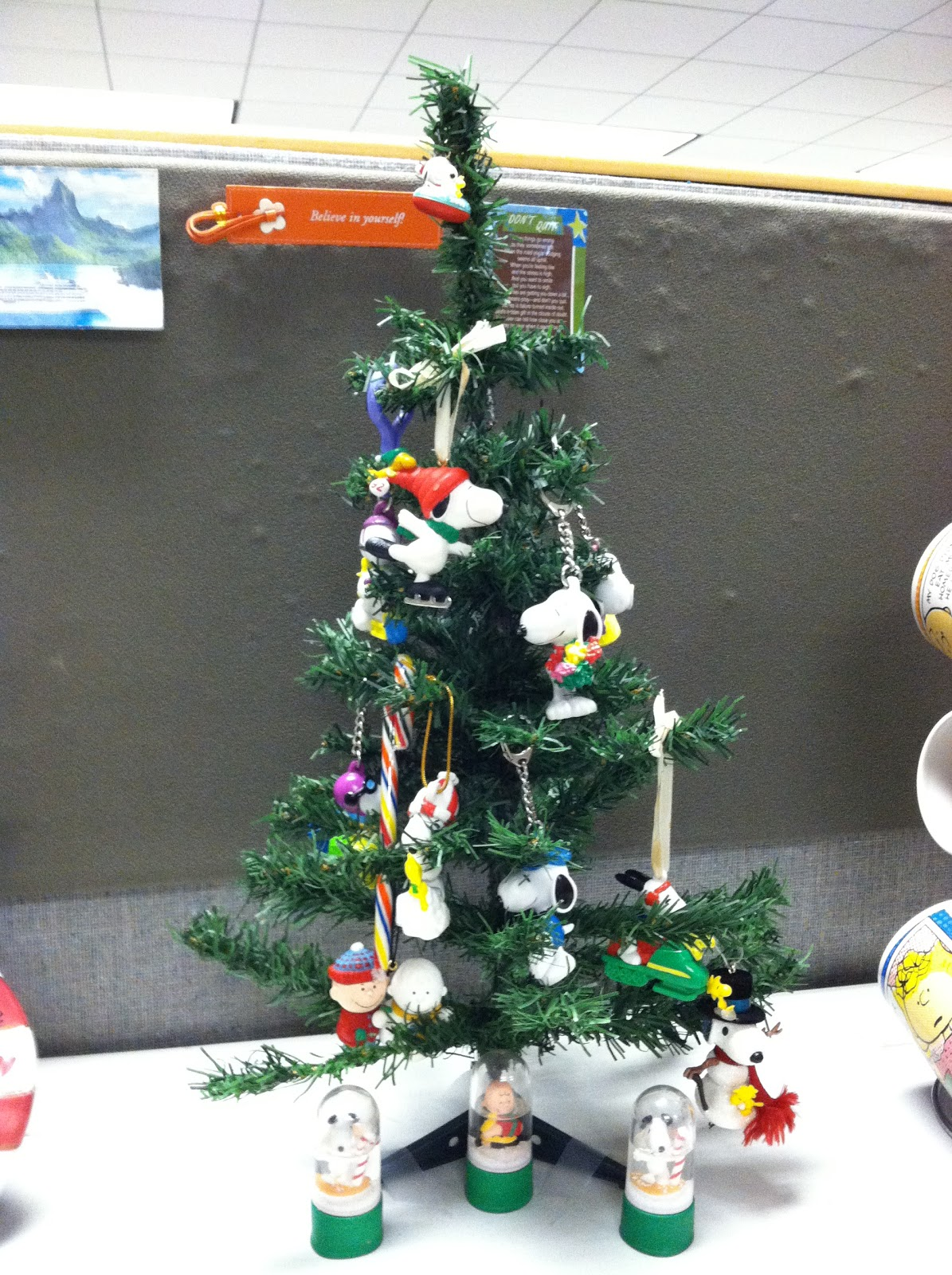 christmas tree snoopy christmas tree made with snoopy ornaments and snoopy key chains snoopy snowman charlie brown that plays the linus and lucy - Charlie Brown And Snoopy Christmas Decorations