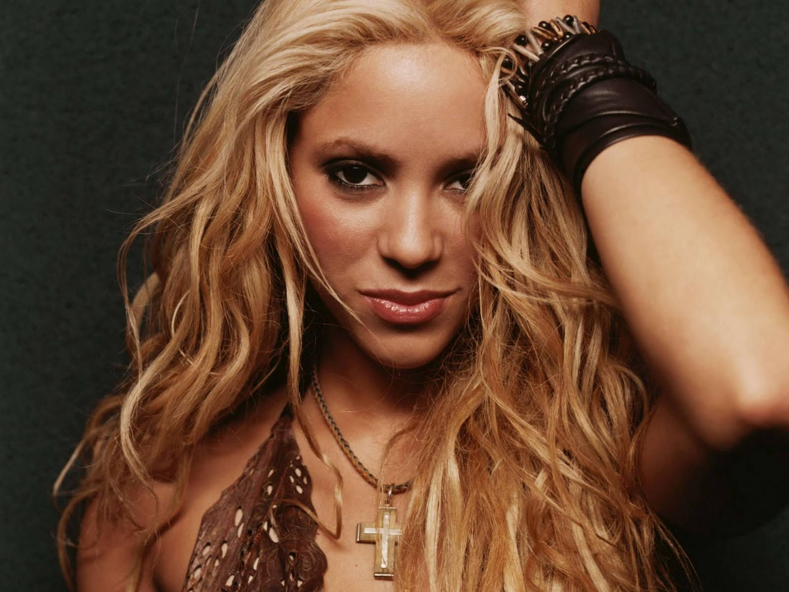 shakira biography Find shakira bio, music, credits, awards, & streaming links on allmusic - wildly inventive diva who created a.