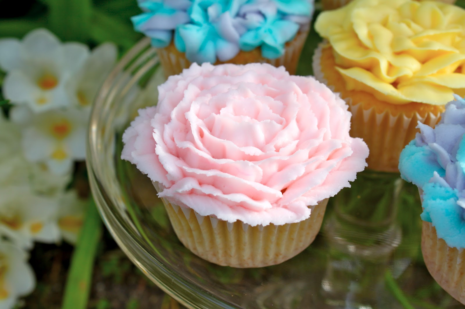 Flower Cupcakes Decorate to Celebrate