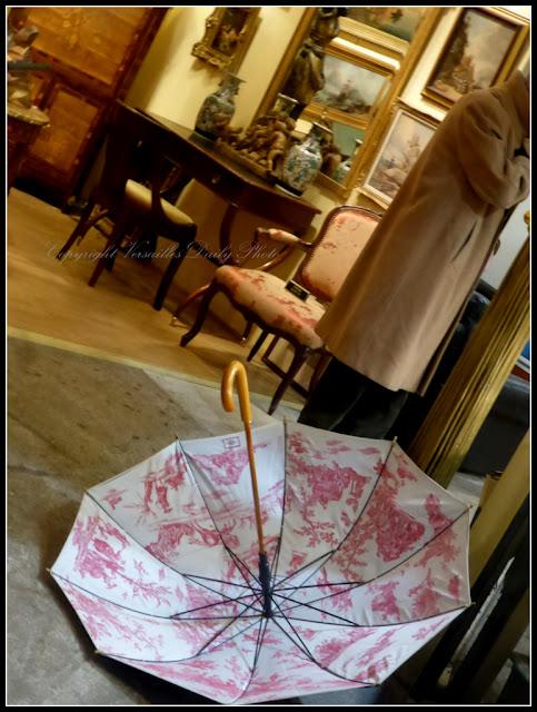 Parapluie umbrella toile de jouy antiquaires Versailles