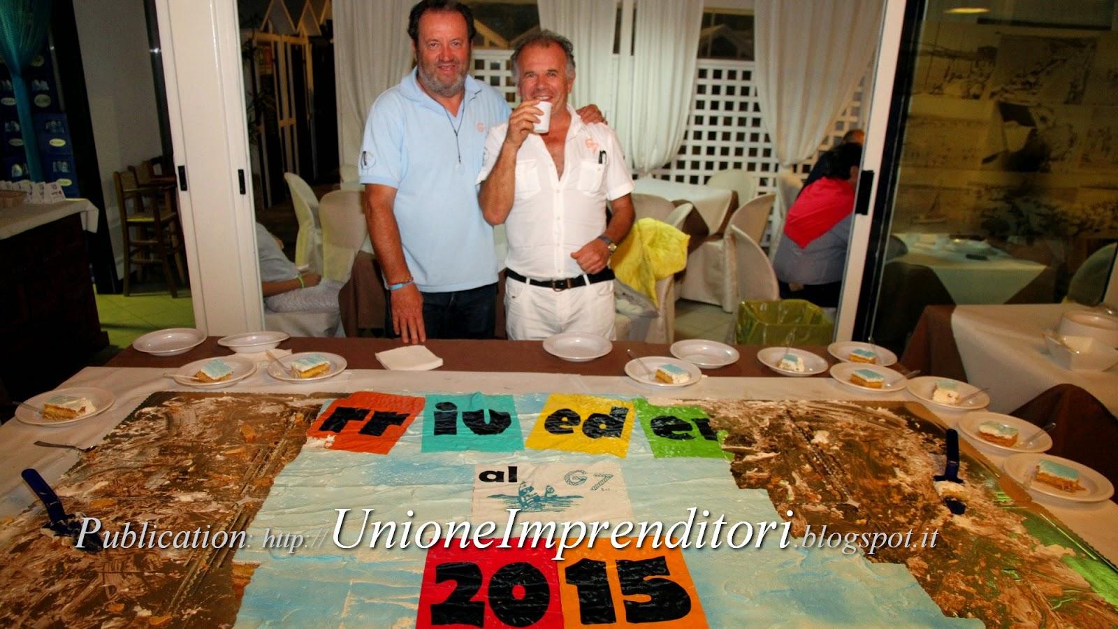 Ilg7 saluta tutti con la tradizionale torta gigante e dà