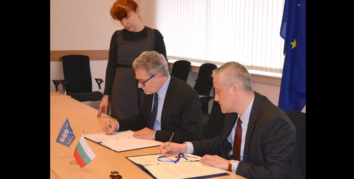 The signing ceremony for Bulgaria to become the tenth country to join ESA's Plan for European Cooperating States (PECS). ESA's Director of Industry, Procurement and Legal Services, Mr Eric Morel (left) and the Bulgarian Minister of Economy, Mr Bojidar Loukarski, signed the ECS Agreement in Sofia, on 8 April 2015. Credit: Bulgarian Ministry of Economy