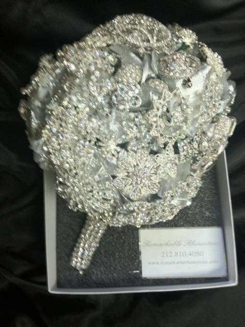 Bridal Flowers With Bling : Rhinestone brooch wedding bouquets