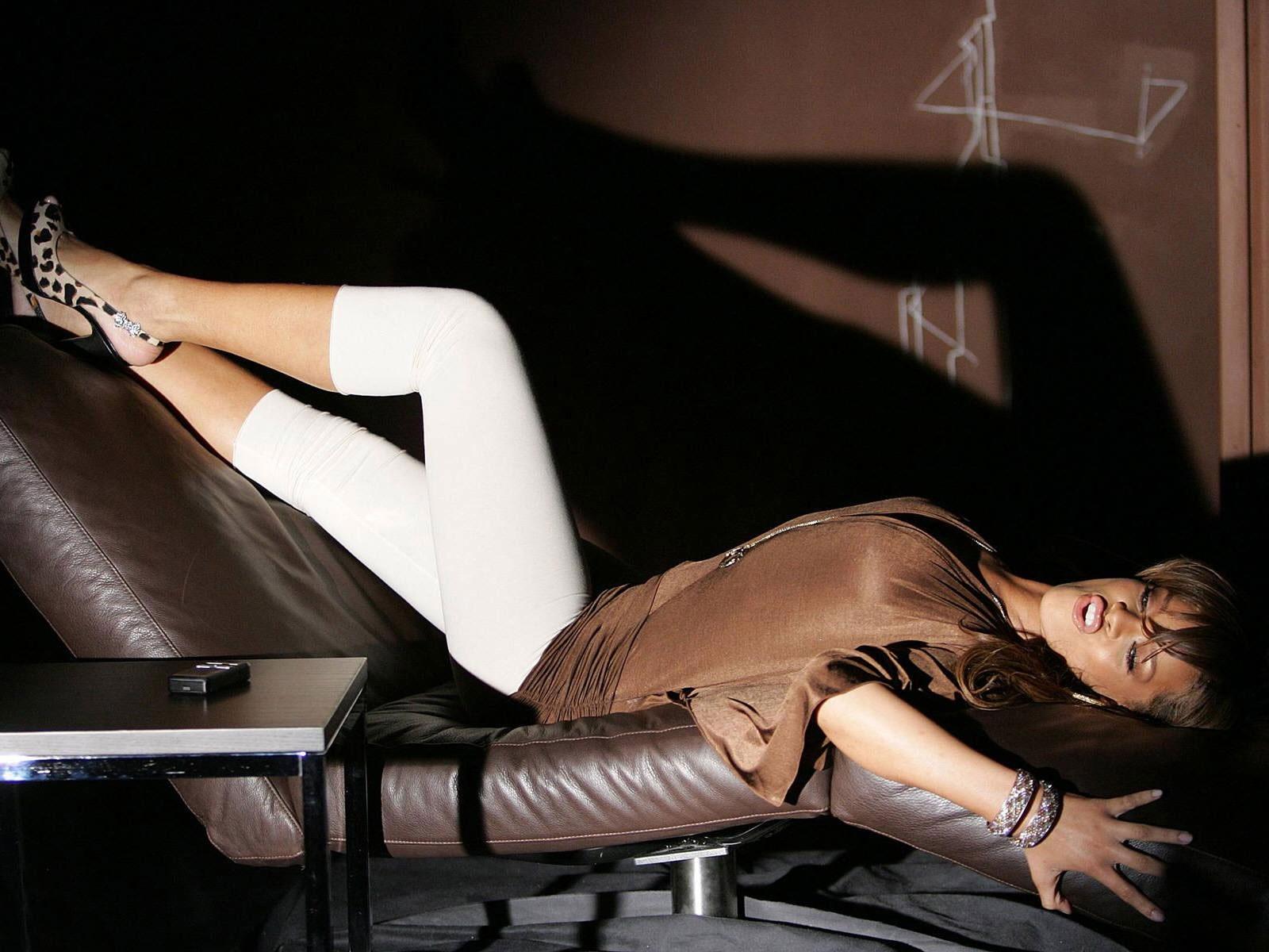 http://3.bp.blogspot.com/-6t3okVNnCh8/TyacgXRmPhI/AAAAAAAAC3Q/DqjL5Z4xpIw/s1600/Rihanna-Wallpapers-For-Desktop-1.jpg