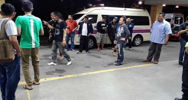 INilah Keadaan Di Hospital Selayang,, Pelawak dan artis Yang hadir Untuk Melihat Saat2 Terakhir Arwah,,Al Fatihah.. 5 foto