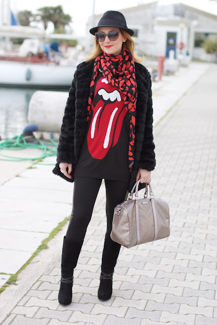 red lips and tongue sweater, Zara lips scarf, Gucci joy bag, Fashion and Cookies, fashion blogger