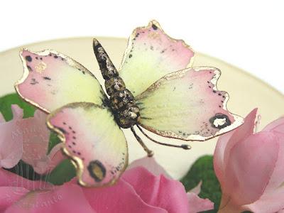 Filigraner Schmetterling aus Blütenpaste auf Geburtstagstorte