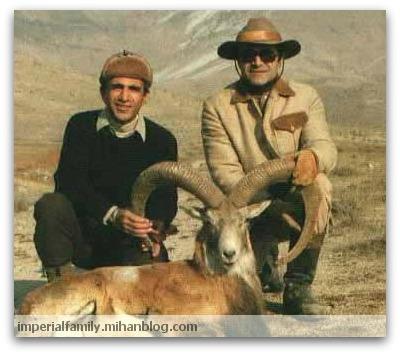 از راست: «کودتاگرزاده عبدالرضا پهلوی» و «کامبیز آتابای» مسئول اداره شکاربانی دربار