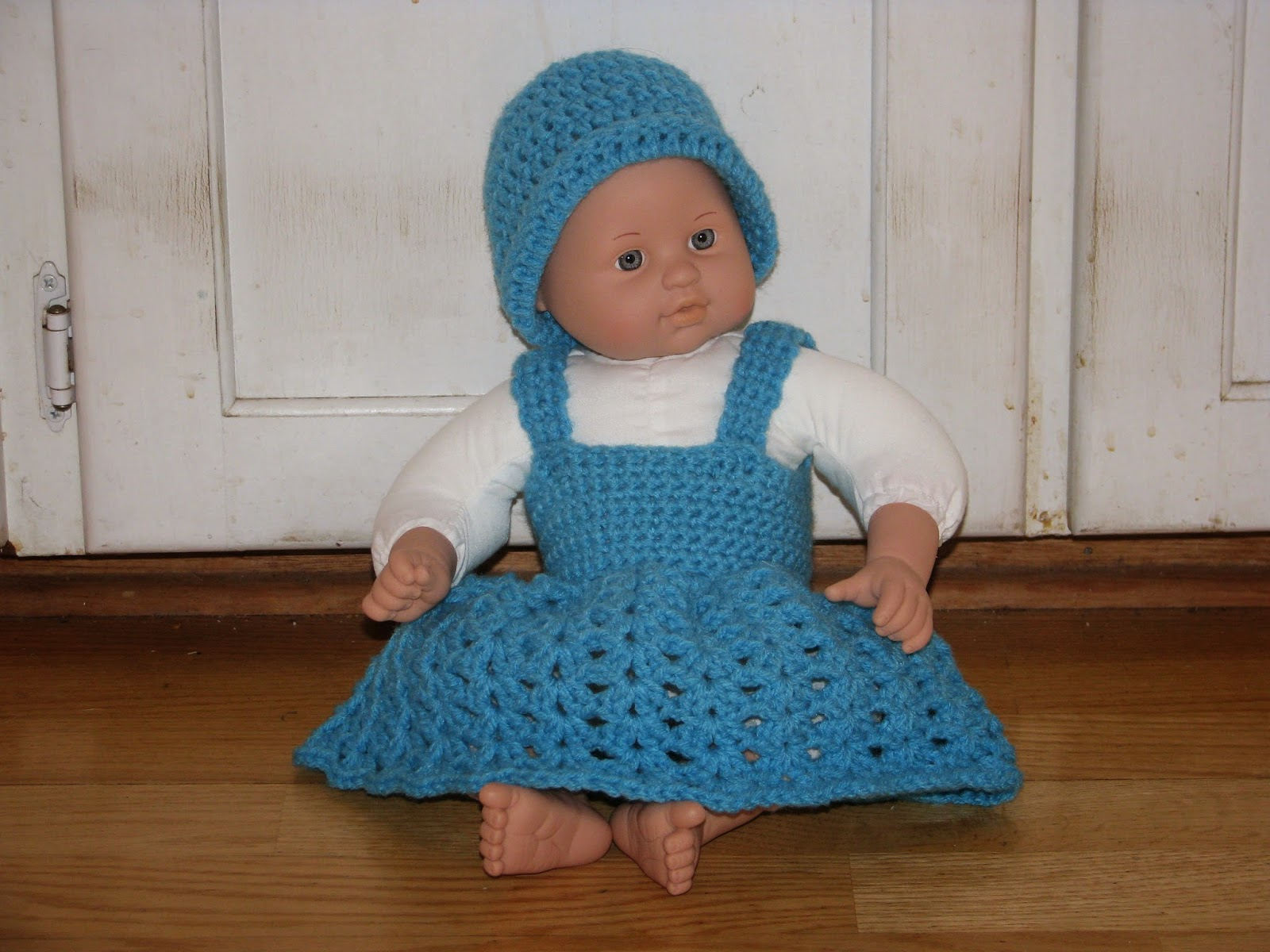 Craft attic resources baby doll dress and hat for 5 inch baby dolls for crafts
