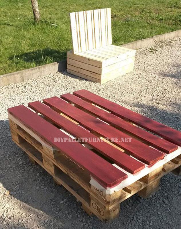 Sillones y mesa exterior con palets for Asientos para palets