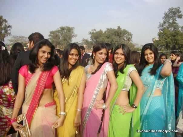hot girls in sarees