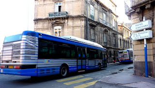 les gens de montpellier tram et bus montpellier la rue durand en r volte. Black Bedroom Furniture Sets. Home Design Ideas