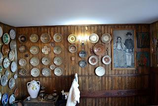 Poze Casa Pietraru- Colectia de strachini din lut