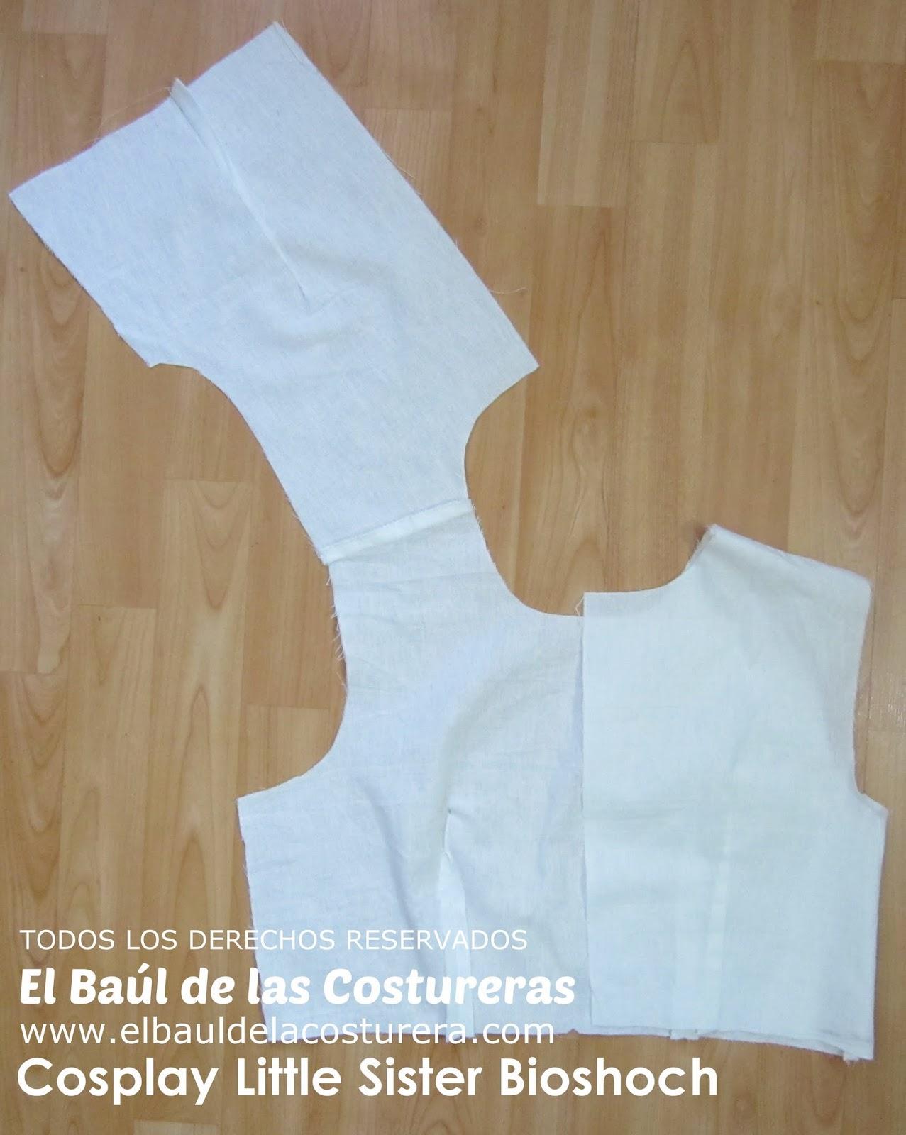 Unir Delantero y espalda por los hombros. Cerrar costados incorporando las tiras a dos cm del canto inferior.