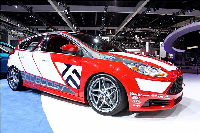Otomotif: Modification Car LA 2010 Ford Focus Race Car Concept Red
