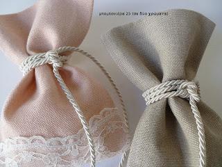 μπομπονιερα γαμου πουγκι ρομαντικη με δαντελα μπεζ σομον της αμμου ψαθα-λινατσα