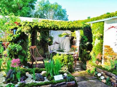 http://inhabitat.com/enchanting-japanese-rooftop-oasis-is-a-soothing-secret-garden/
