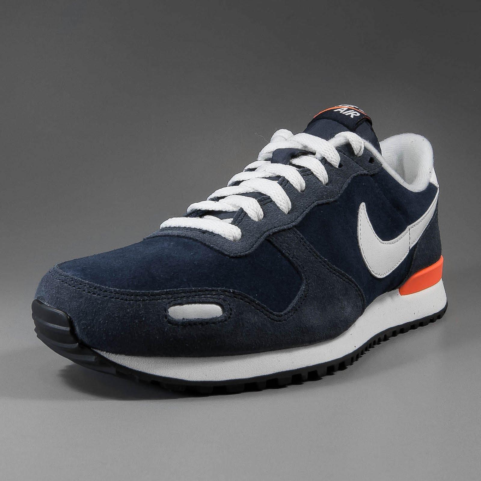 ... Der Nike Air Vortex im 2012er MakeUp! Klassischer Retro Runner aus  Nubuckleder mit cremefarbenem Swoosh ... 3b4a8e44a