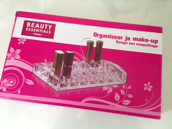 Beauty Essentials lipstick-organizer.