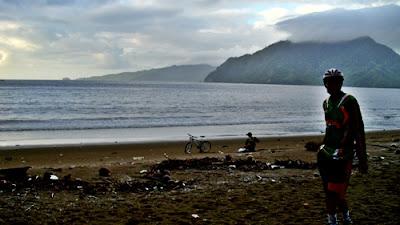 Pemandangan Pantai Prigi saat masih pagi (sekitar pukul 06.00 WIB)