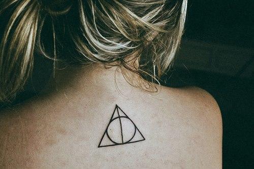 Charl ne sur le net tattoo ou rien - Signification tatouage triangle ...