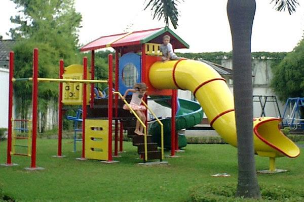permainan playground besar
