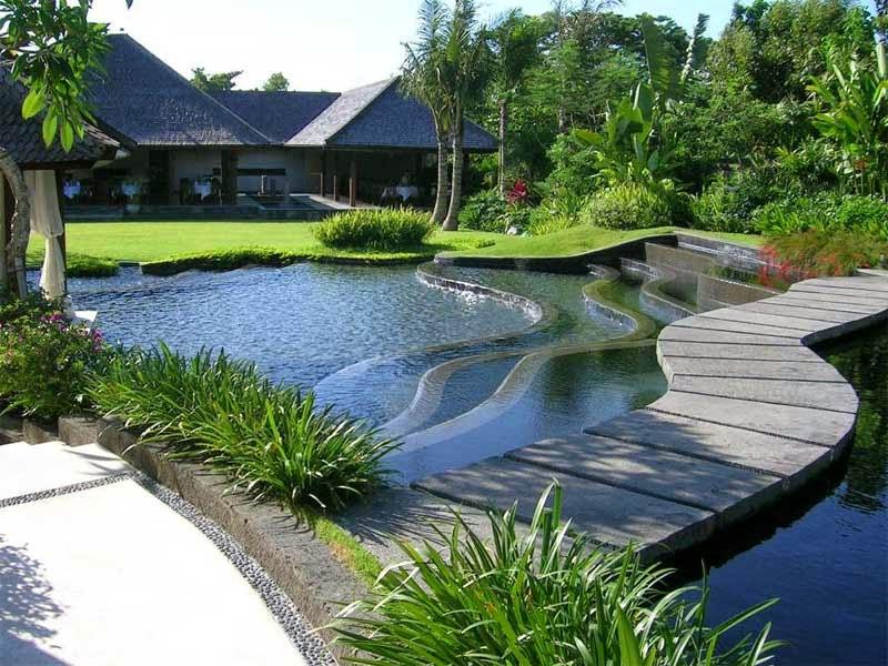 Gambar Taman belakang rumah mewah