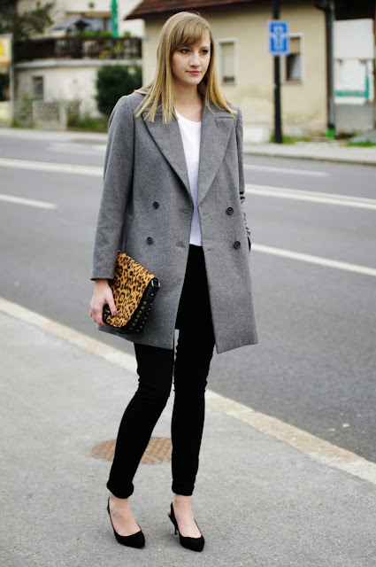 monochrome outfit, fashionblogger, black pants, zara grey oversize coat, white shirt, deichman animal print bag, simple outfit, trendy outfit