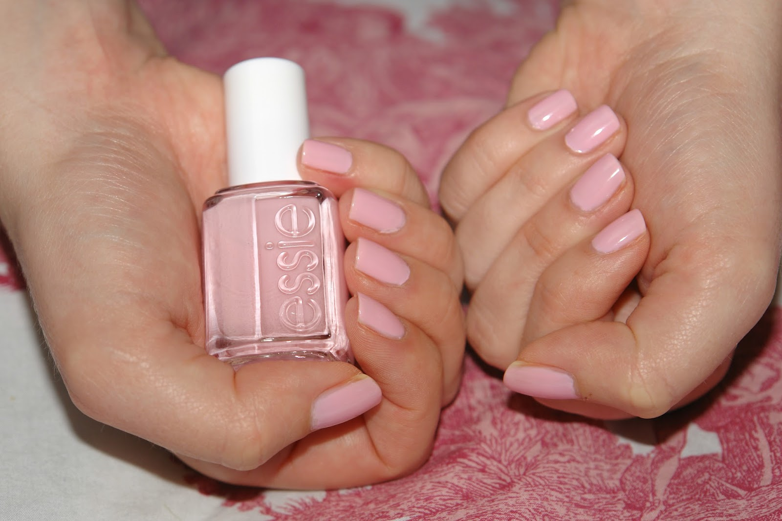 NAILS: Essie Guchi Muchi Puchi, Essie, nail polish, nails, NOTD, pink, review, beauty blog