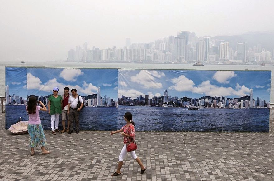 #7 Fake Hong Kong Skyline For Tourists - 22 Heartbreaking Photos Of Pollution That Will Inspire You To Recycle