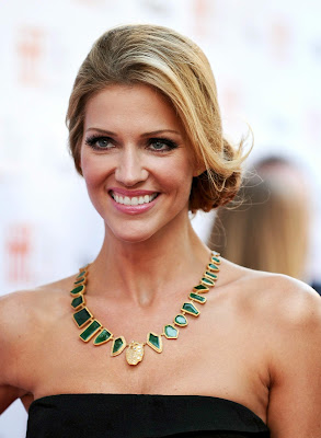 Tricia Helfer Wearing Beautiful Neck-less