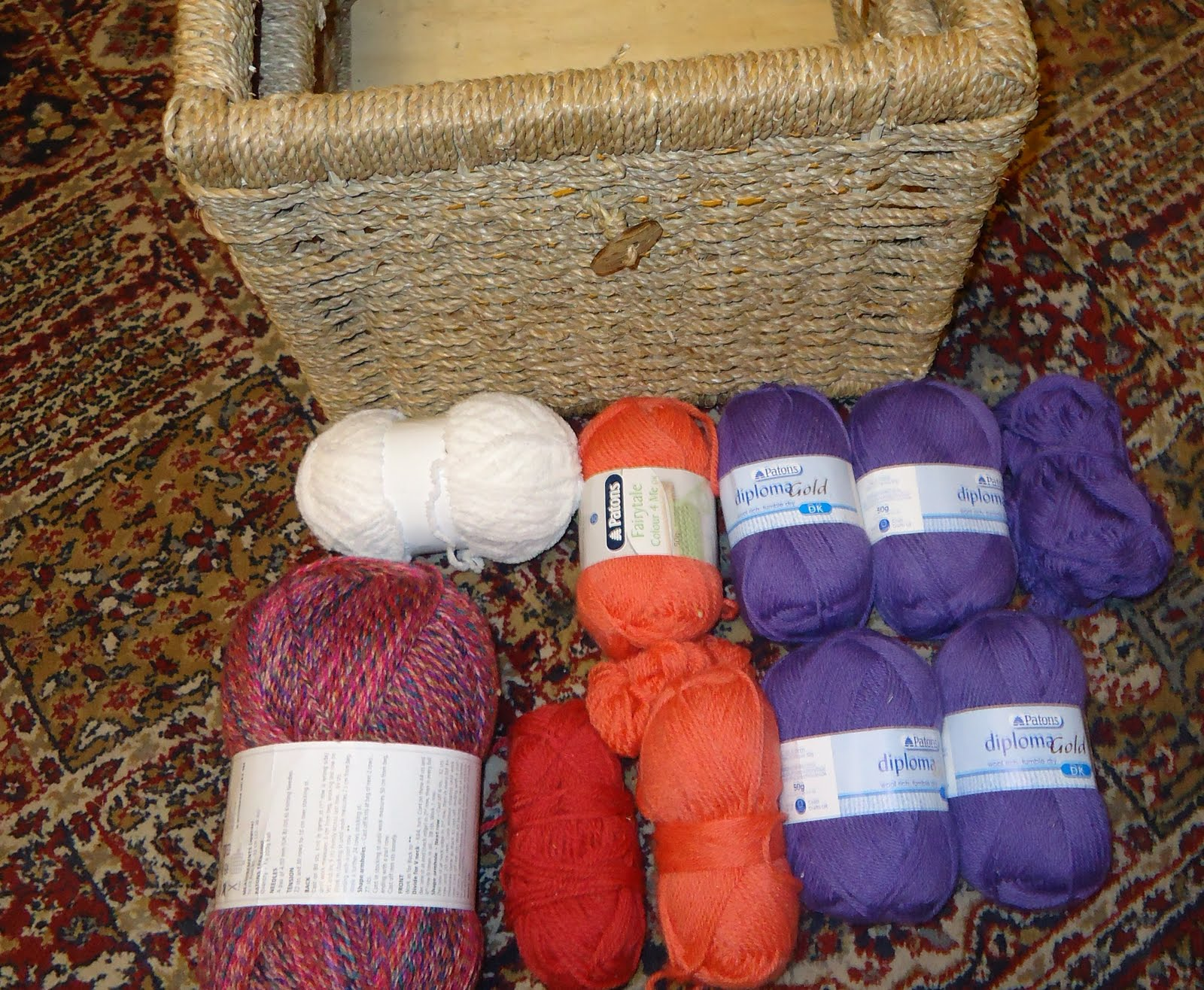 100g PATONS TRENTINO CHUNKY KNITTING YARN WOOL BLEND GREAT FOR SCARVES HATS