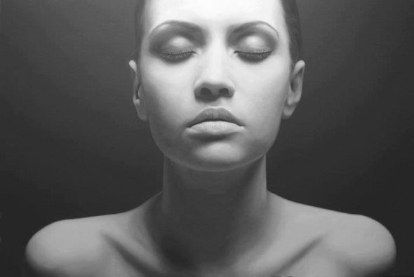 Juan Carlos Manjarrez hyper-realistic paintings portraits black and white Trance