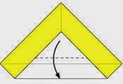 Bước 4: Gấp mảnh giấy xuống dưới, vị trí gấp là nét gấp ở bước 2.