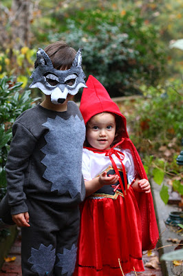 http://www.themomcreative.com/2013/11/halloween-costumes-link-up.html