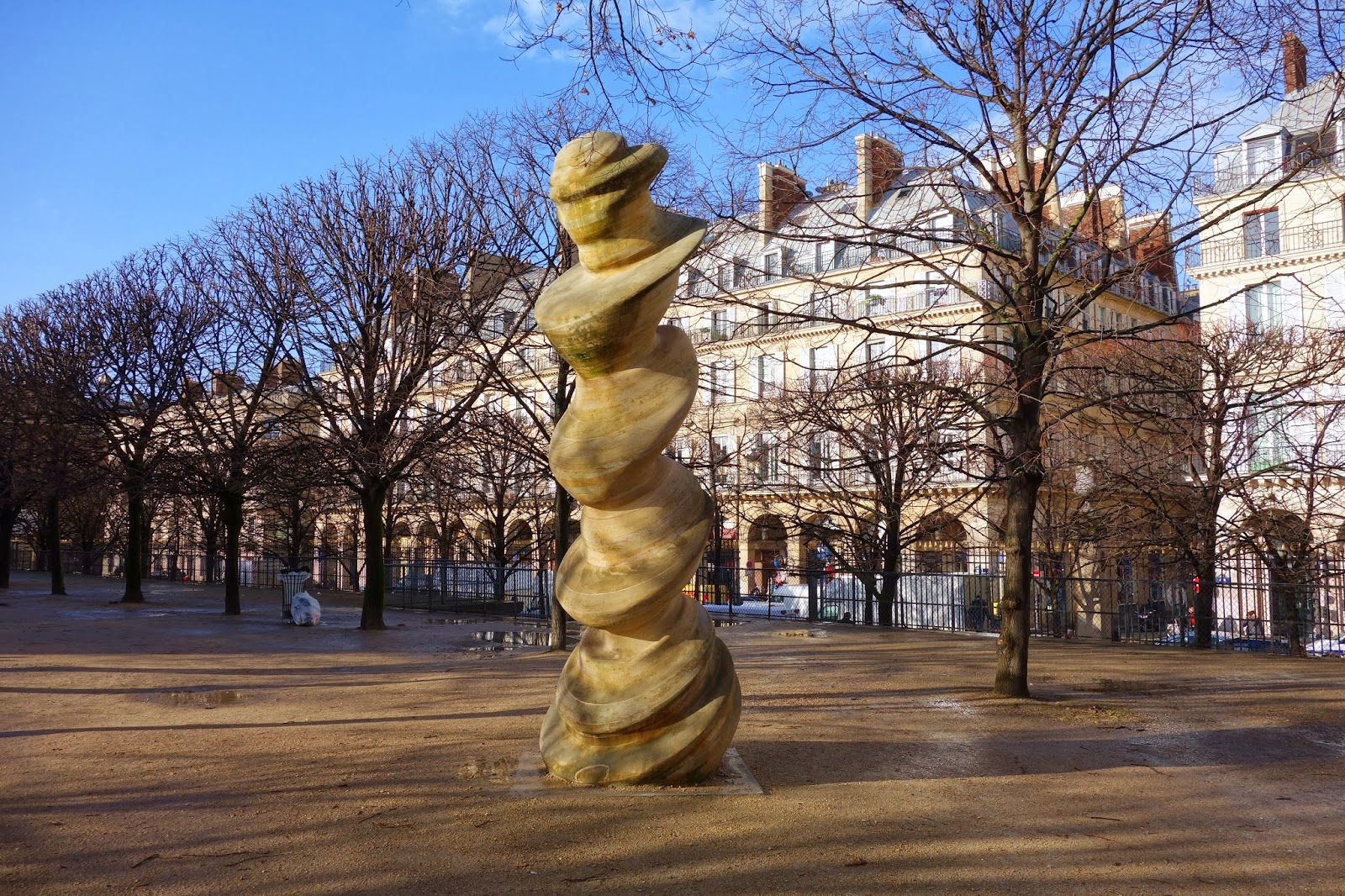 Paris column une sculpture de tony cragg au jardin des for Au jardin paris