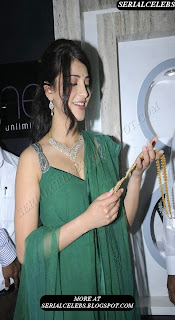 Shruti Hassan in sleeveless chudidar