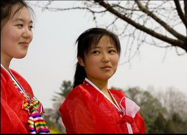 http://www.liataja.com/2015/09/ayu-dan-cantiknya-gadis-korea-utara.html