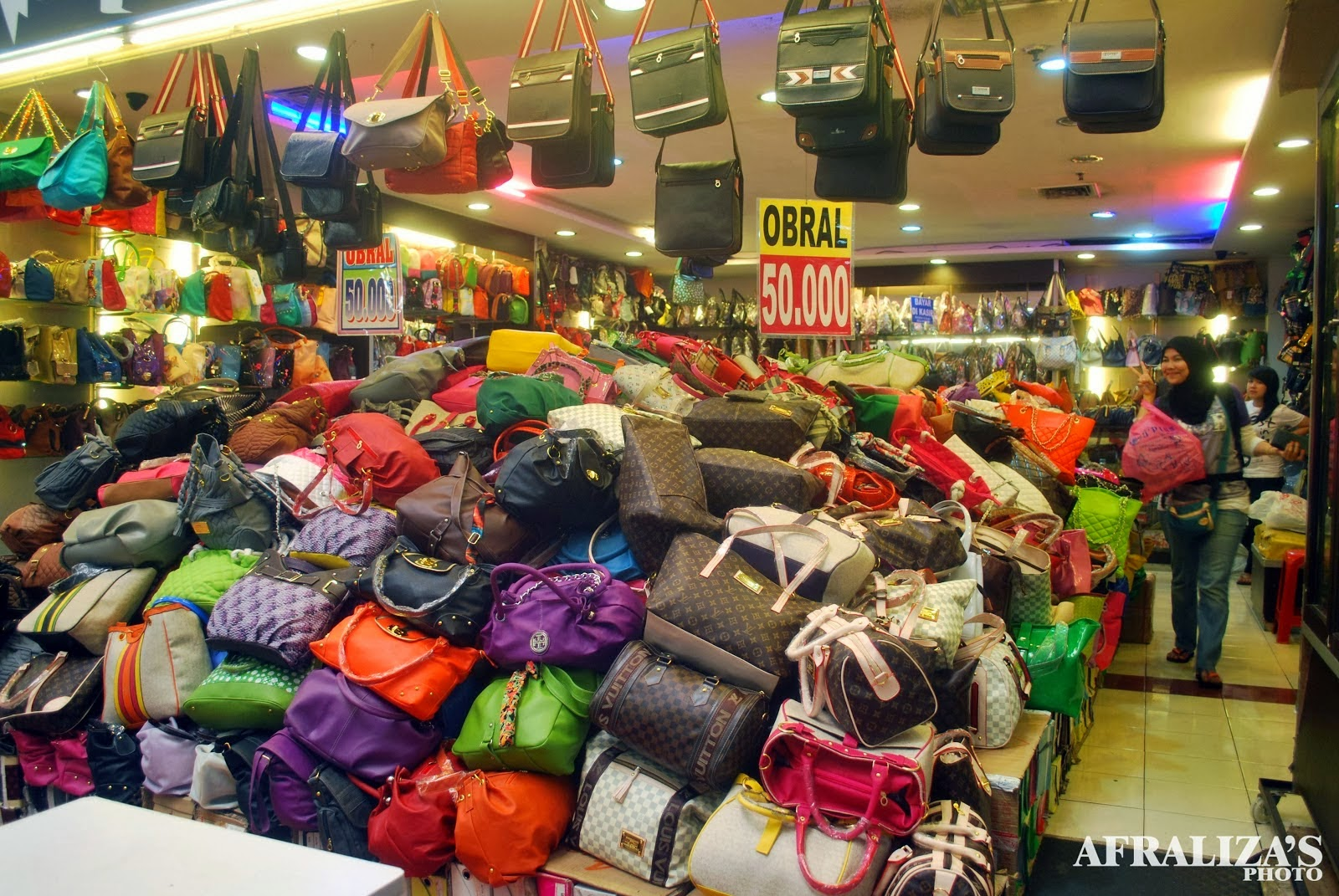Tour in Bandung  5 KEISTIMEWAAN PASAR BARU TRADE CENTRE ... f420fc1257