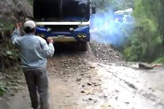 Bas jatuh gaung di Bolivia dirakam dalam kamera