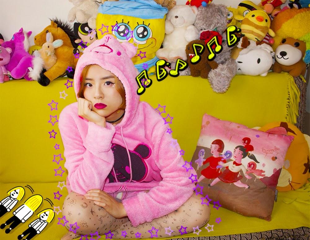 Girl posing with gloomy bear hoodie